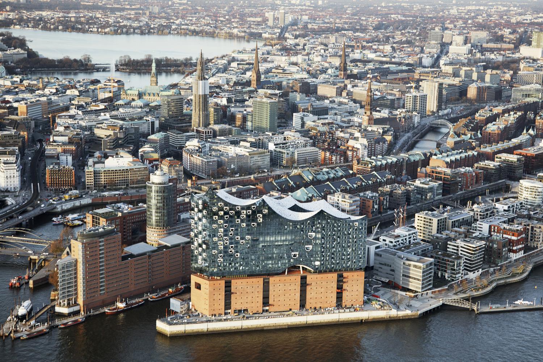 elbphilharmonie | Glass Facade | Hamburg | ipachrome design | AGC Interpane | Drone Photo of Hamburg and the elbphilharmonie | designed by Herzog & de Meuron