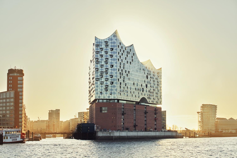 elbphilharmonie | Einzel Karten | Hamburg | ipachrome design | AGC Interpane | Exterior of the elbphilharmonie | IGS Mag | designed by Herzog & de Meuron