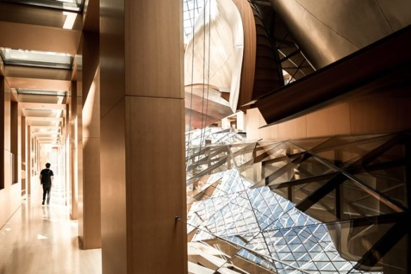 Gehry Partners DZ Bank Building | A Curved Glass Canopy