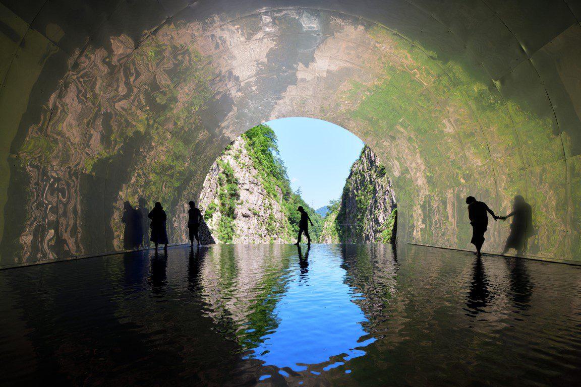 19_MAD_Echigo_Tsumari_Tunnel_of_Light_Live_Cave_by_Nacasa___Partners_Inc.