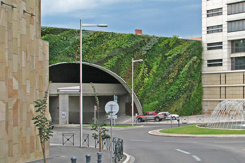 Green Walls - How Technology Brings Nature Into Architecture - IGS Magazine - opinion - 14
