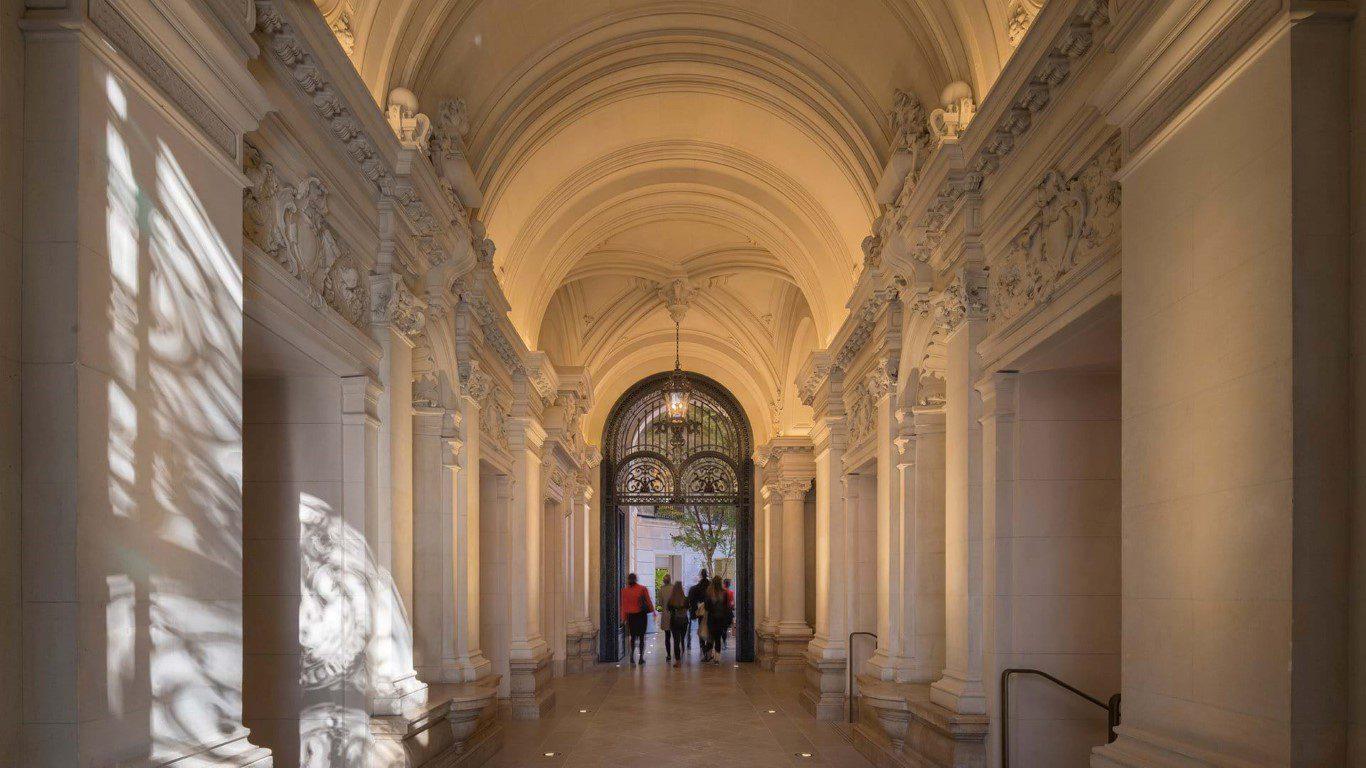 Apple Champs-Élysées pays tribute to Paris' rich history - igs magazine - news - 2