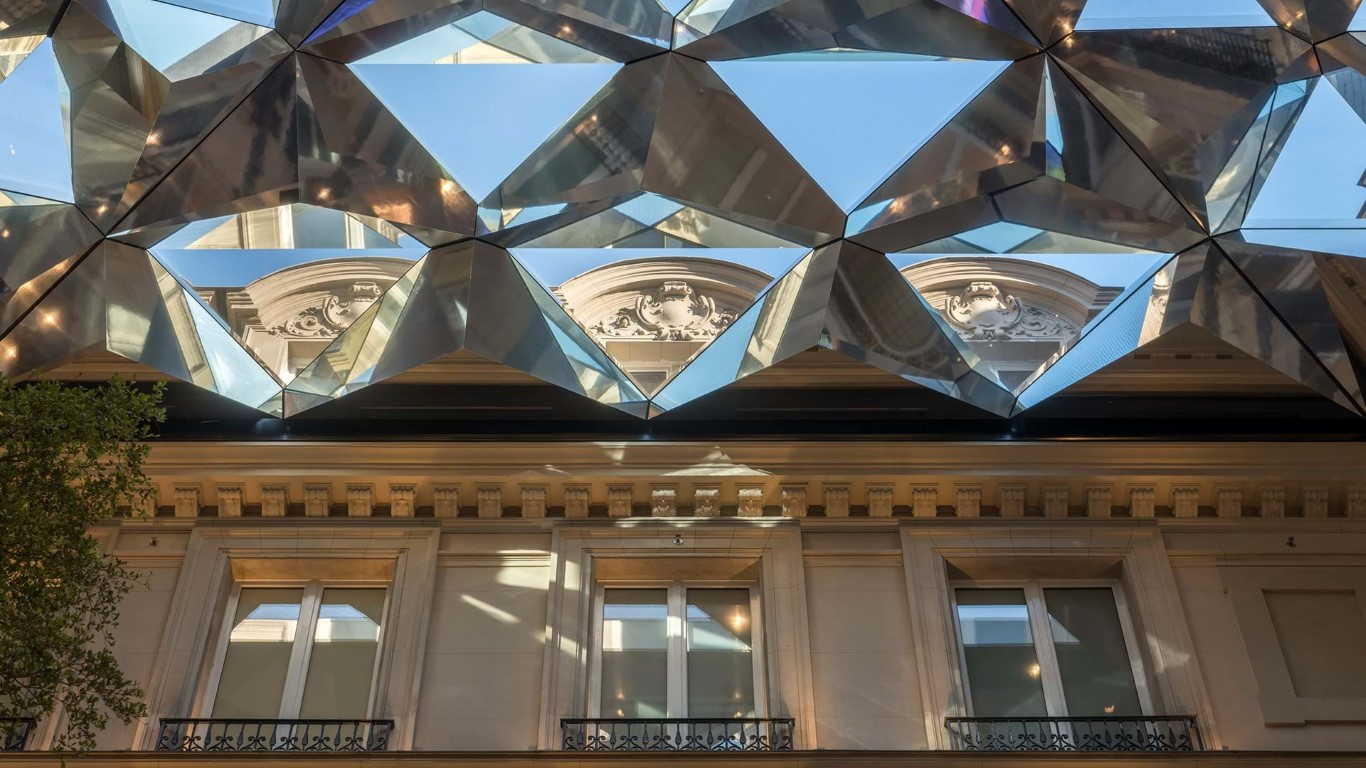 Apple Champs-Élysées pays tribute to Paris' rich history - igs magazine - news - 7