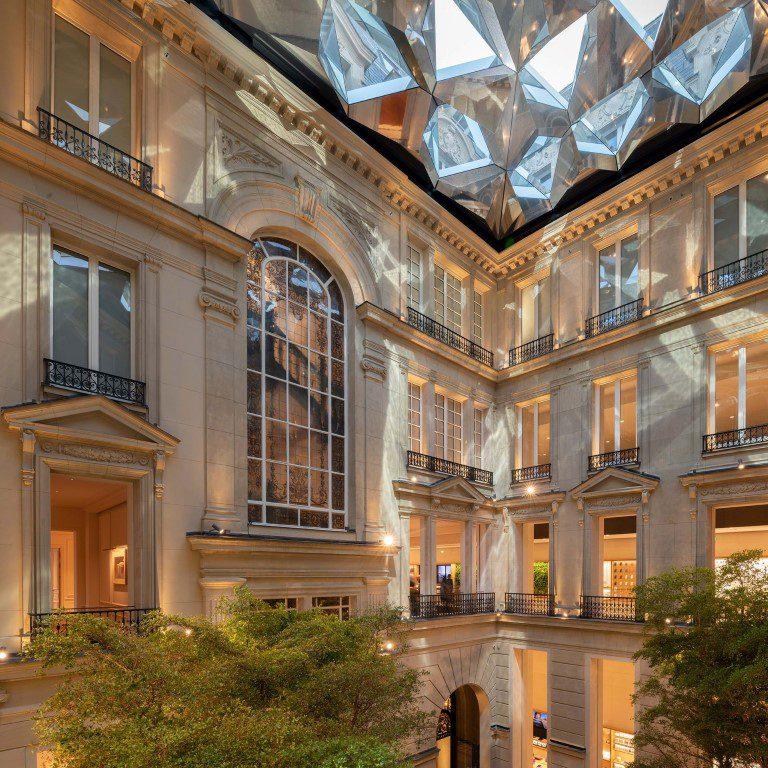 Apple Champs-Élysées pays tribute to Paris' rich history - igs magazine - news - 8