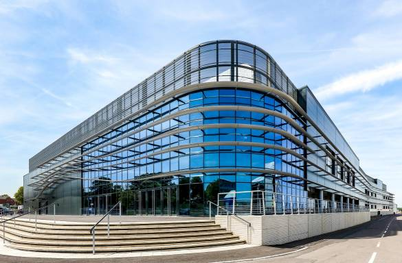 Kawneer glazing systems help Farnborough reflect on the success of its new facility 1