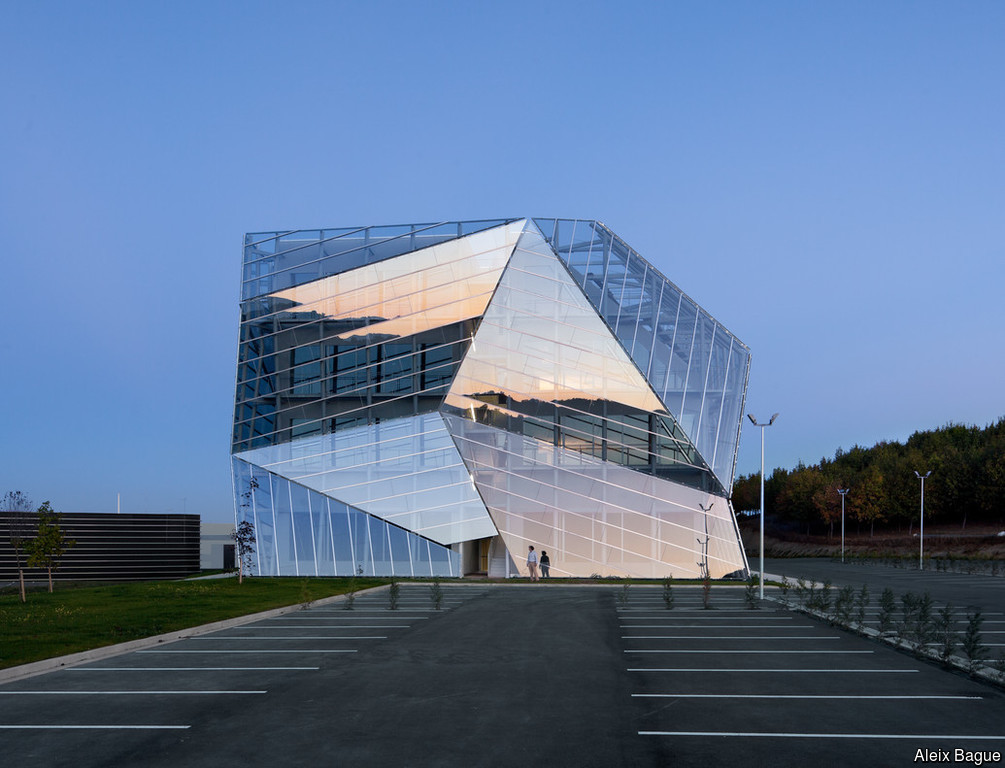 Double skin facades_selecting the right combination of glass to optimise their benefits_4