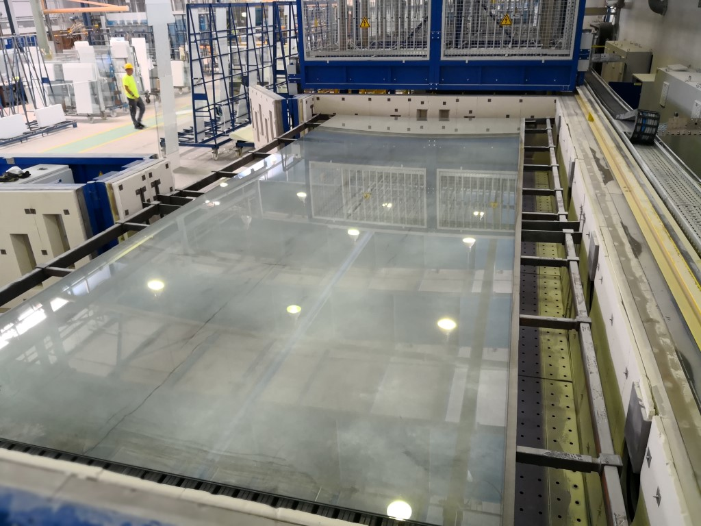 Bending glass up to 8 metres at the plant SAINT-GOBAIN Glassolution Glas Döring, Berlin; Photo: ©SAINT-GOBAIN Glassolution Glas Döring, Berlin