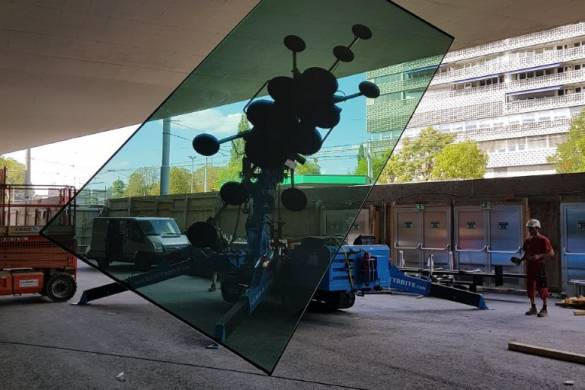 Tricky assembly of triple glass units with solar coating COOL-LITE XTREME 50/22 II at the St. Jakobshalle in Basel, Switzerland; Photo: ©heavydrive, Tapfheim