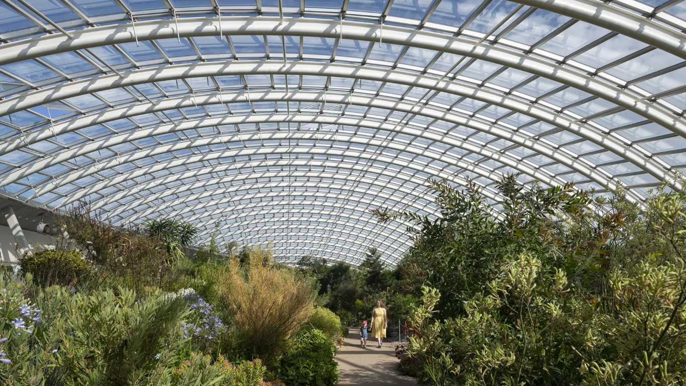 Great Glass house_Foster and partners_IGS Magazine_4