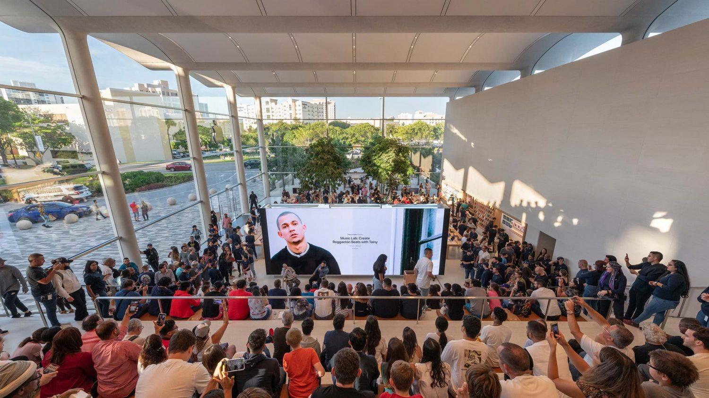 Apple Aventura Creates a New Social Focus for Miami_4