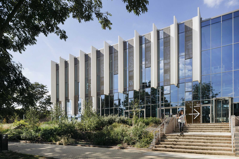 Templeman-Library-extension-entrance-Penoyre-Prasad-2220x0-c-default