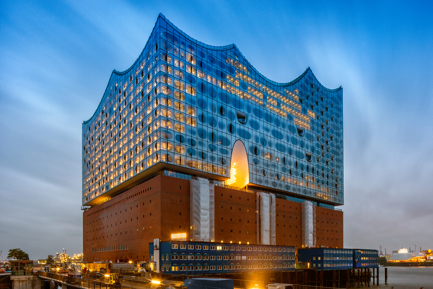 elbphilharmonie | Reflective mirrors glass | Hamburg | ipachrome design | AGC Interpane | Concert Hall in Hamburg | designed by Herzog & de Meuron