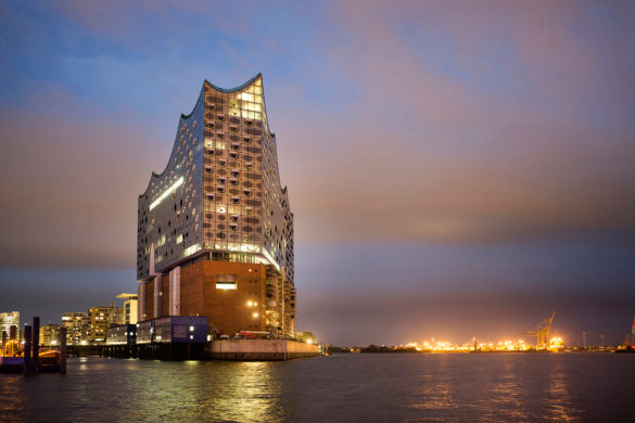 elbphilharmonie | Sunset Photo | Hamburg | ipachrome design | AGC Interpane | Riverbank in Hamburg | designed by Herzog & de Meuron