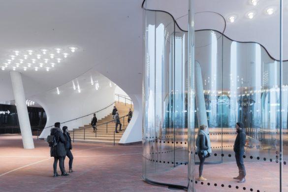 elbphilharmonie | Entrance | Hamburg | ipachrome design | AGC Interpane | Flowing Glass | IGS Mag | designed by Herzog & de Meuron