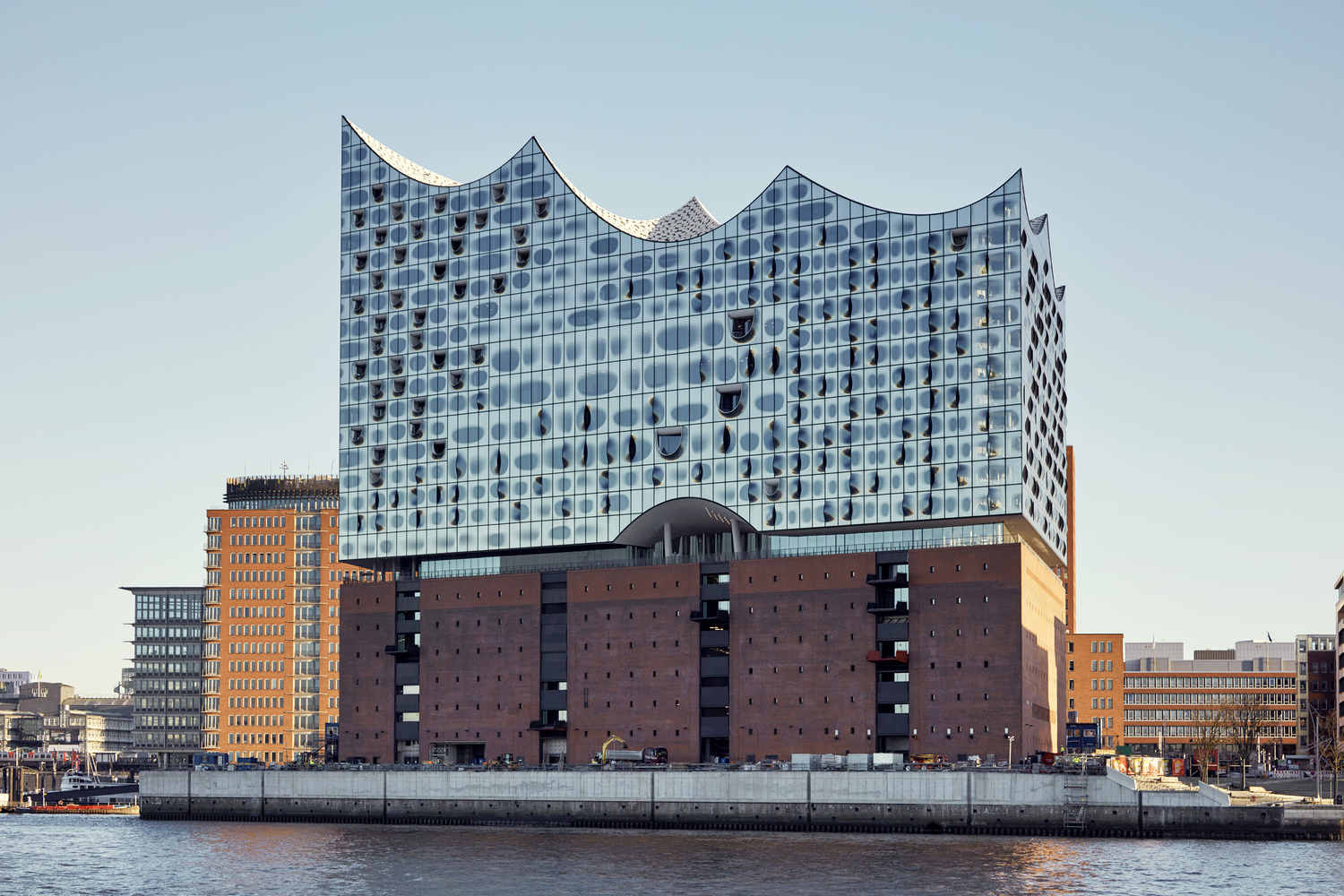 elbphilharmonie | Droplet Coating | Hamburg | ipachrome design | AGC Interpane | Maxim Schulz | designed by Herzog & de Meuron