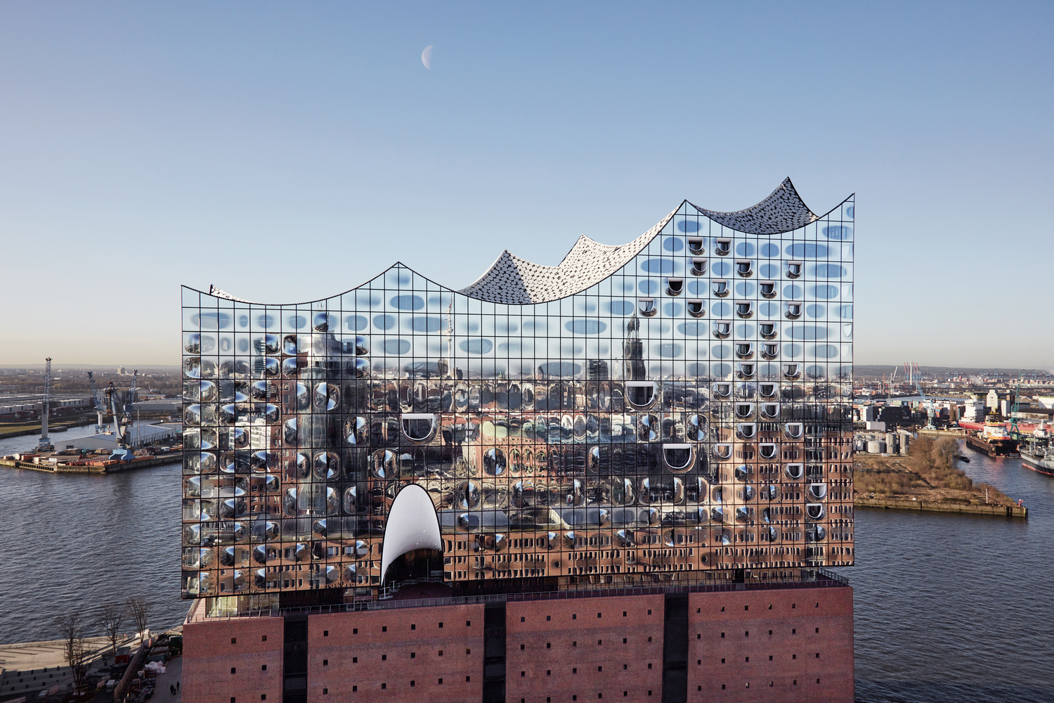 elbphilharmonie | Glass Facade Design | Hamburg | ipachrome design | AGC Interpane | Maxim Schulz | designed by Herzog & de Meuron