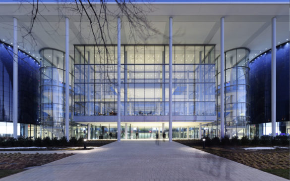 Foster + Partners | Yale School of Management | Entrance | Large Glass Panes | IGS Mag