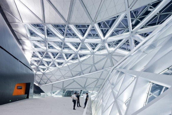 guangzhou opera house | Zaha Hadid Architects | IGS Mag | photography | Iwan Baan | Glass Facade Interior