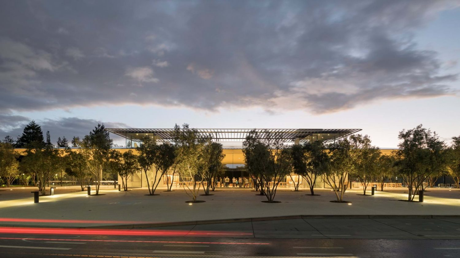 apple park | Foster + Partners | IGS Mag | view from street