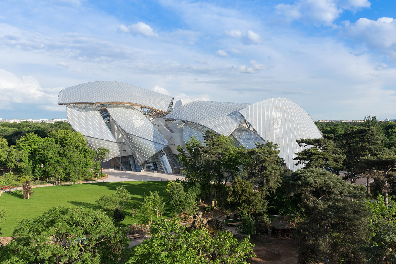 Fondation Louis Vuitton - Gehry Partners - Top 5 - IGS Magazine - Glass - 1