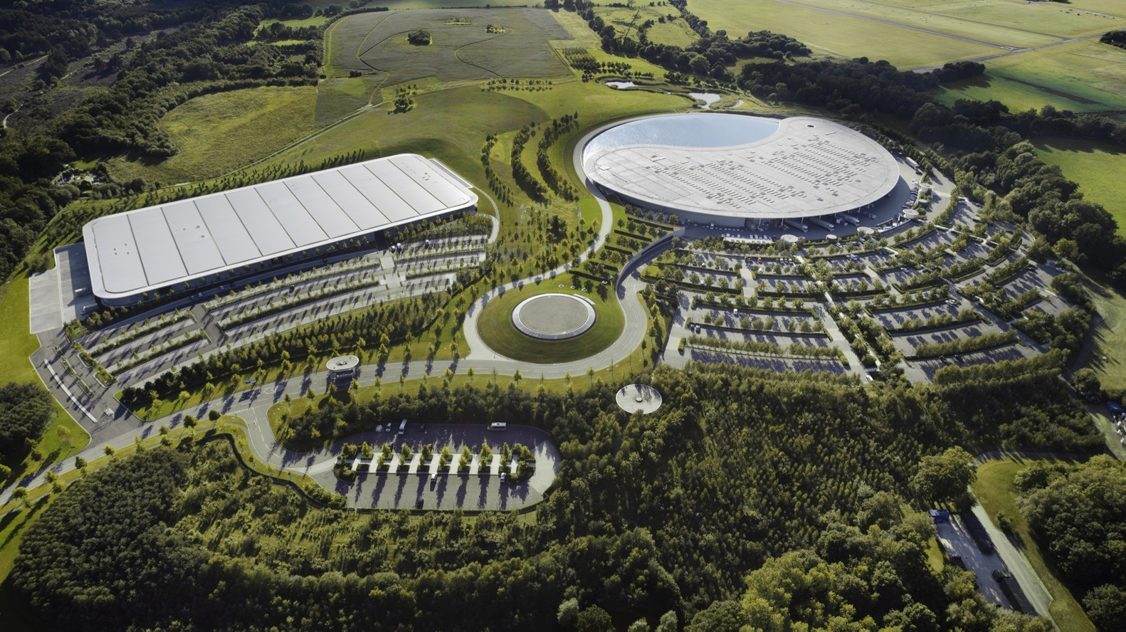 McLaren Production Centre-Foster + Partners-igs magazine