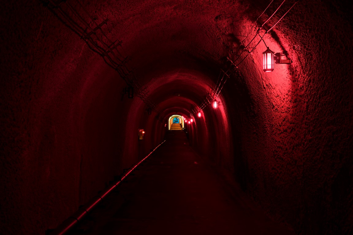 11_MAD_Echigo_Tsumari_Tunnel_of_Light_Expression_of_colors_by_Nacasa___Partners_Inc._low-res