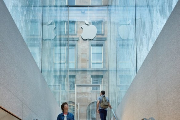 Foster + Partners' Milan Apple Store Opens to the Public With Dramatic Waterfall Entrance