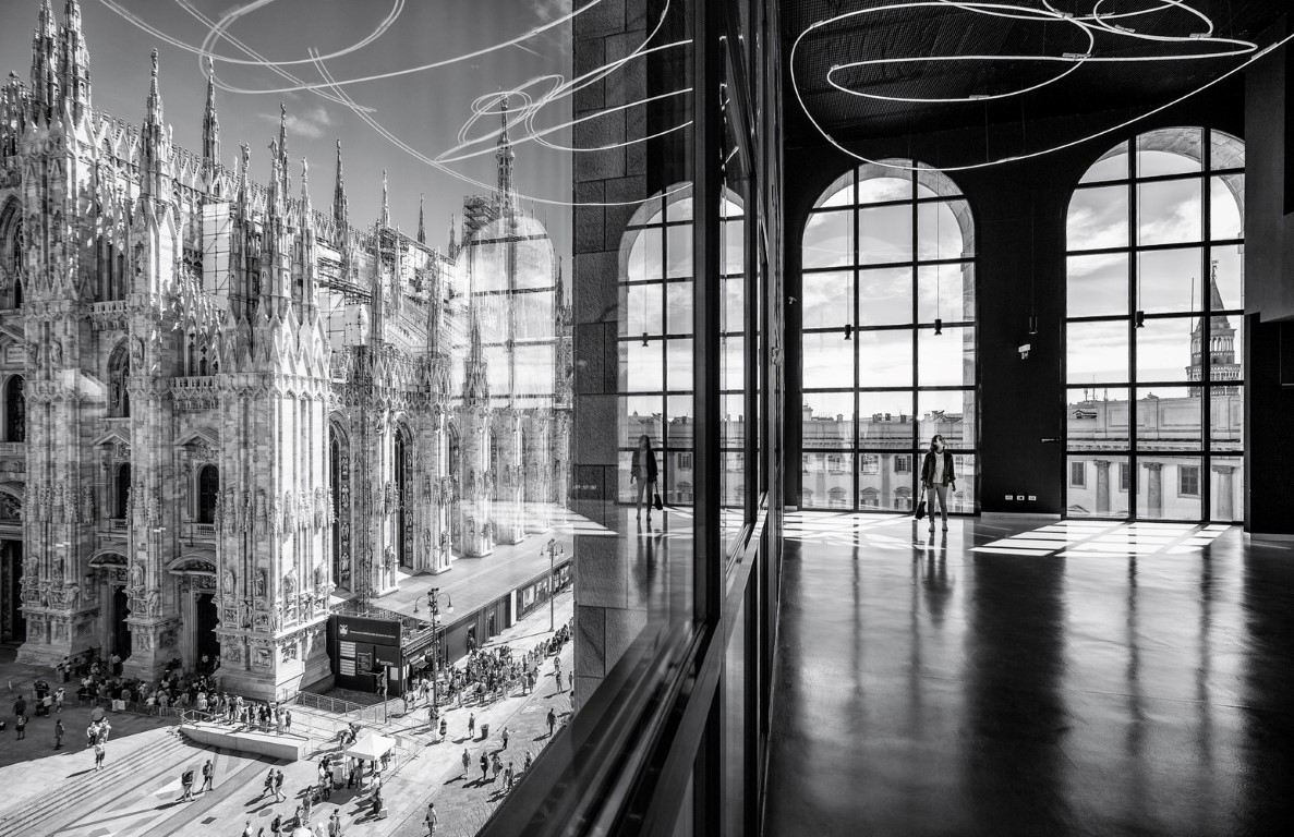 Project: The Piazza Duomo from the Arengario Balconi of the Palazzo dell'Arengario, Museo del 900 in Milan, Italy by Italo Rota and Fabio FornasariPhotographer: Marco Tagliarino