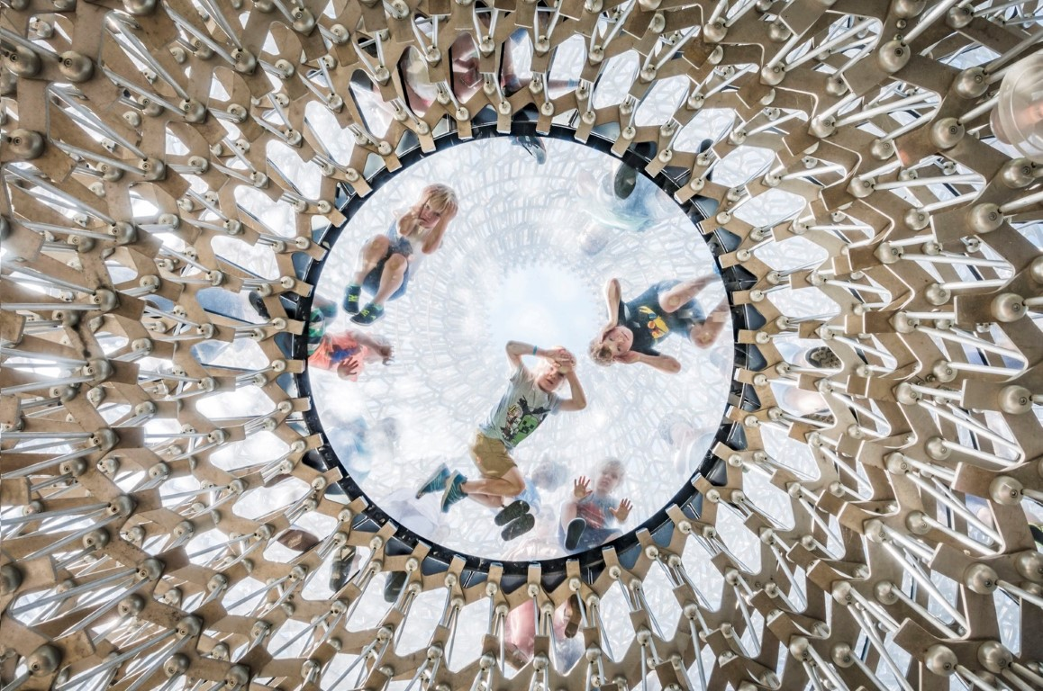 Project: The Hive at the Royal Botanic Gardens, Kew, UK during winter by Wolfgang ButtressPhotographer: Omer Kanipak