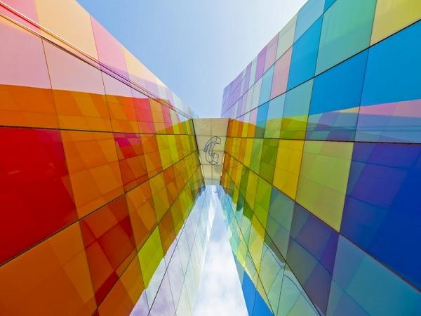 Multi-Colored Monument Clearly Reflects Local Culture and Industry - IGS Magazine -architecture - 1