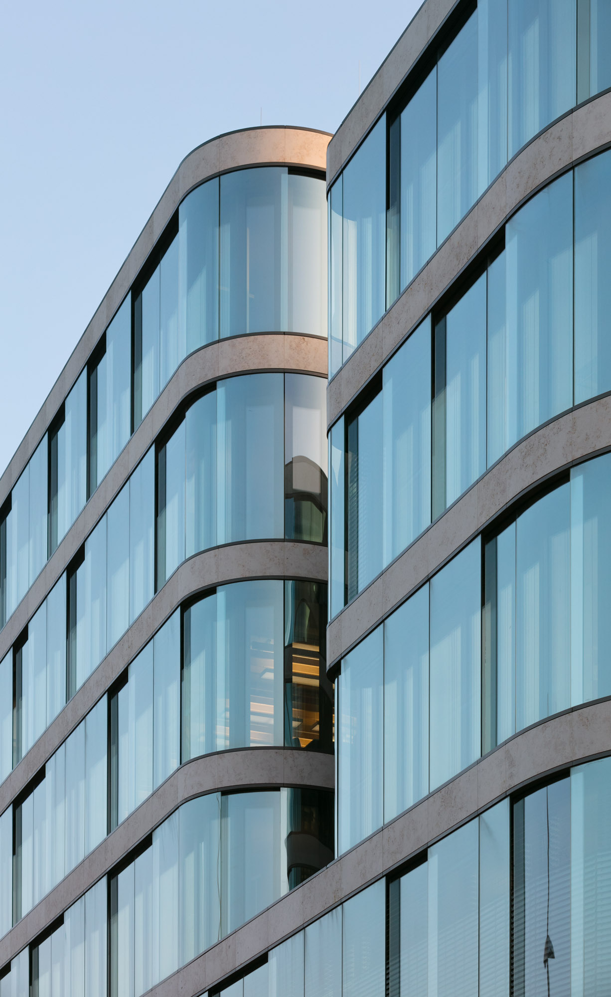 Double-skin-facades_selecting-the-right-combination-of-glass-to-optimise-their-benefits_2.jpg
