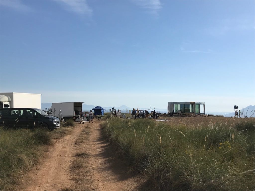 "Photo of the shooting of the new chapter of Black Mirror set in ""La Casa del Desierto"", in Gorafe, Granada. All rights reserved."