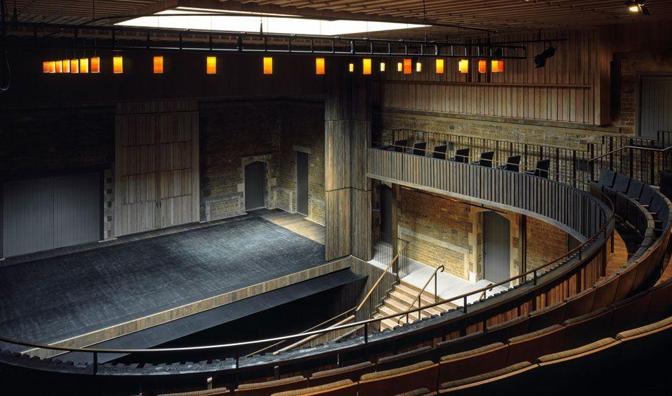 Nevill Holt Opera / Witherford Watson Mann Architects. Image © Helene Binet