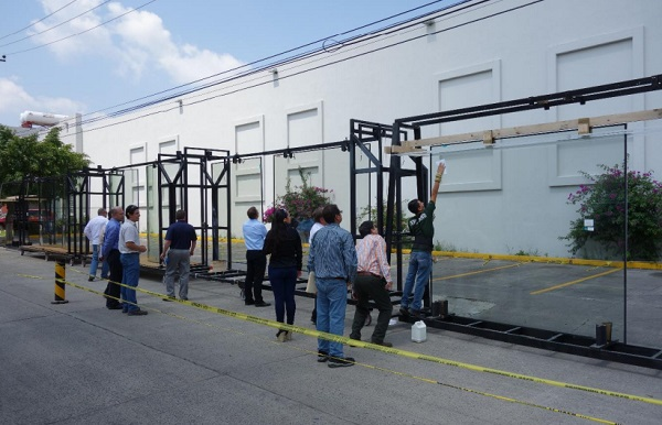 Photo 6: UICH, Glass Inspection
