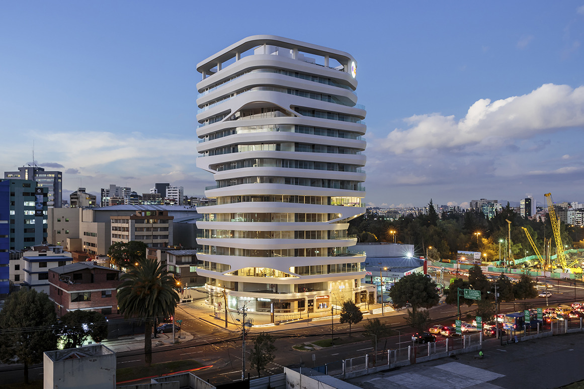 "Gaia Building ""Pushing Boundaries of Façade Construction in Ecuador"" 