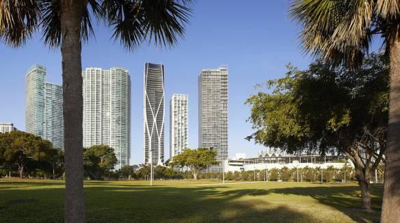 10_ZHA_One-Thousand-Museum_Miami_HuftonCrow_lowres-1090x608