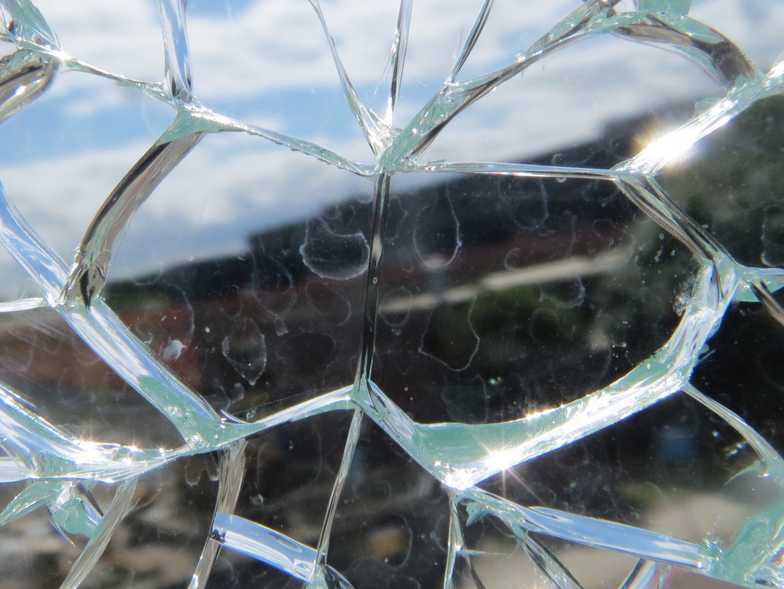 THE GLASS 'BUTTERFLY EFFECT' – ADVICE ON THE RISK OF GLASS FAILURE DUE TO NICKEL SULPHIDE INCLUSIONS