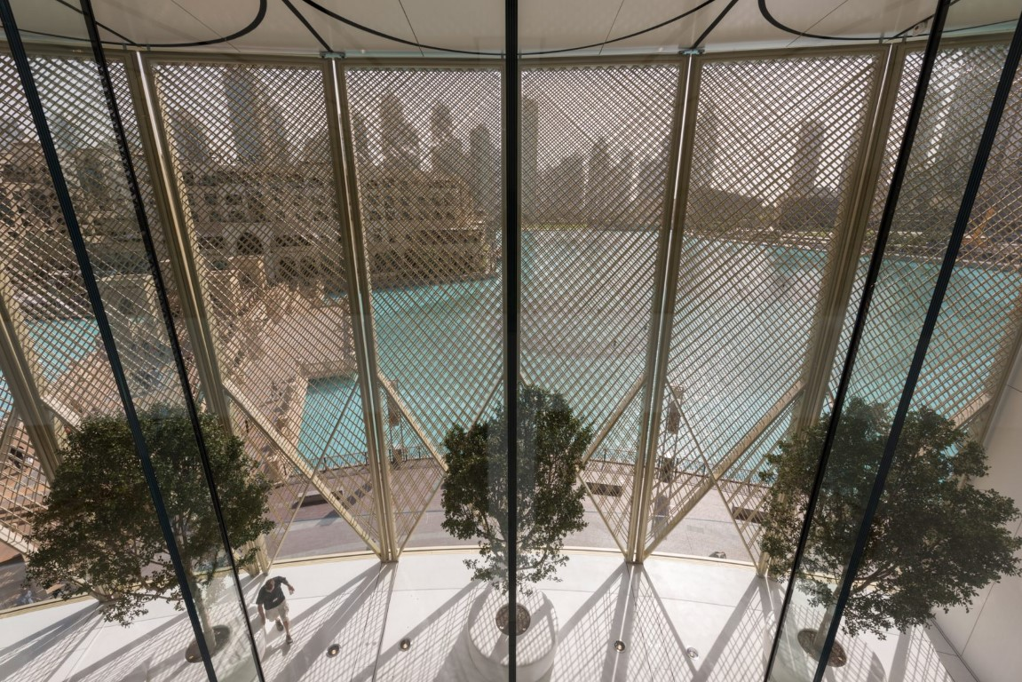 Solar Wings and Curved Glass at Apple Dubai Mall