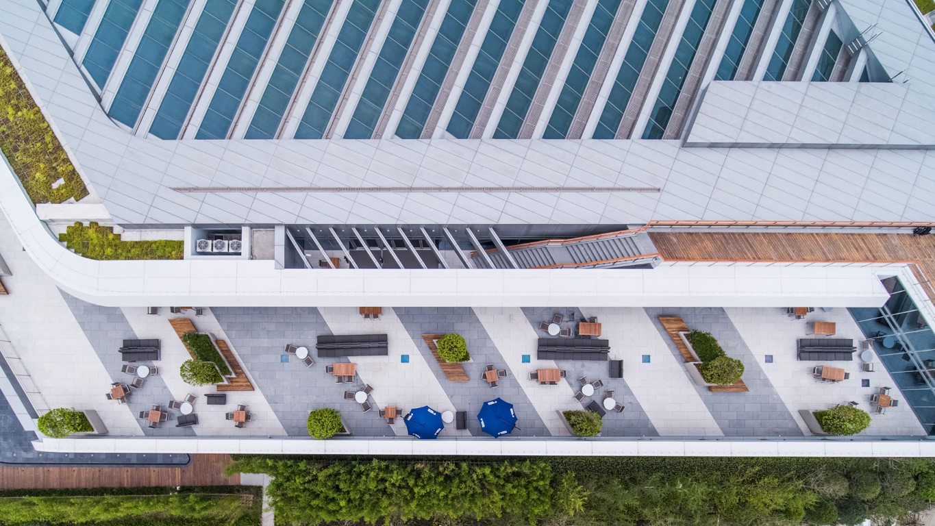 Johnson Controls Asia-Pacific Headquarters has ample outdoor space, including a series of distributed terraces on each floor, as well as large terraces at the top floor and at the ground level. Photo: Creative AR.