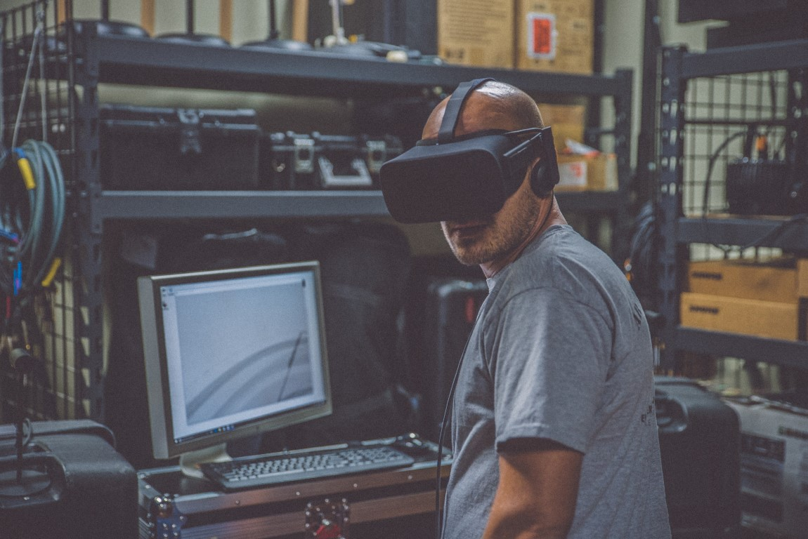 In Façade Engineering 4.0, using Virtual Reality to review façade designs will promote greater understanding between client, architect, contractor and engineer. Credit: Eddie Kopp, Unsplash