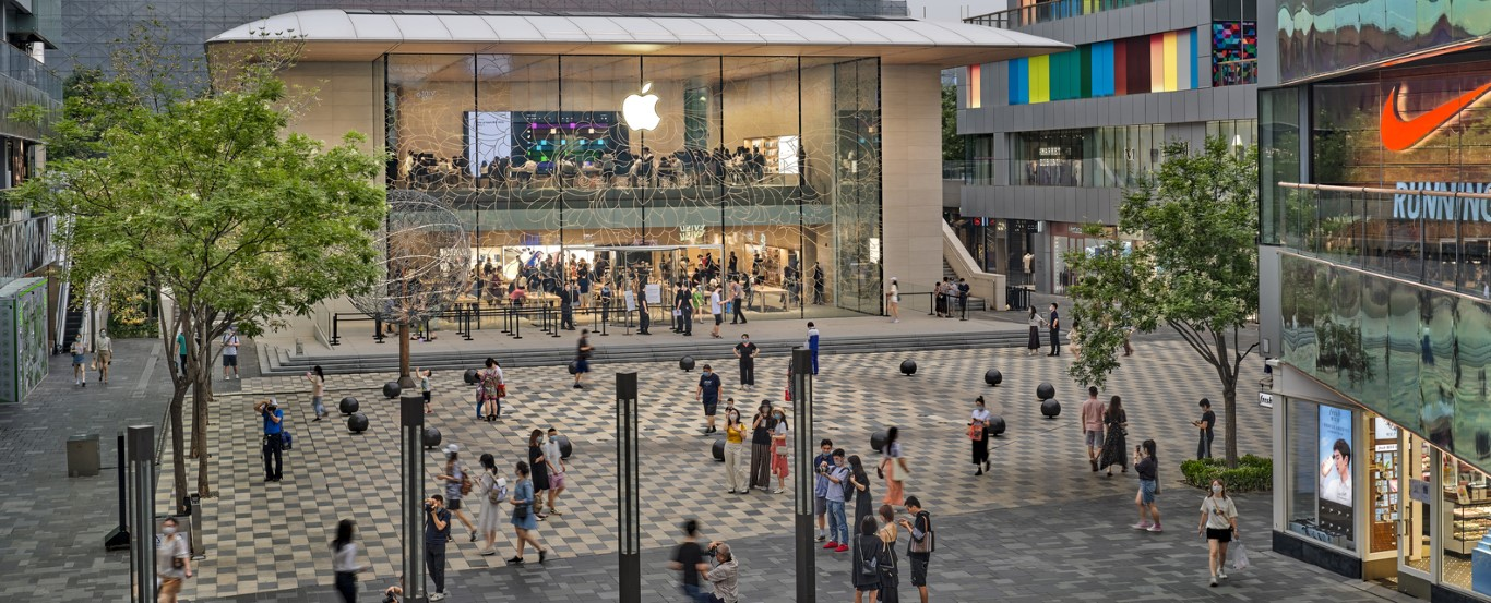 Foster + Partners' Apple Store Opens in Sanlitun Quarter, Beijing