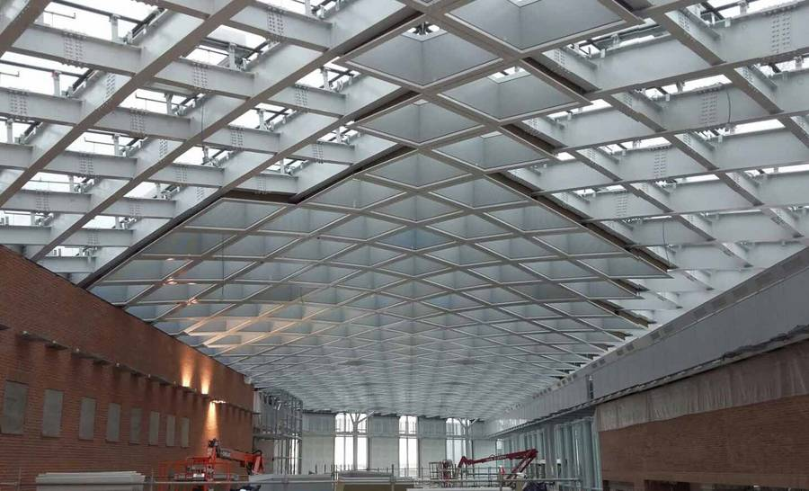 The new extension improves accessibility to the terminal with a fully glazed gallery, forming a plaza-type forecourt structure. Image © AZA Corp