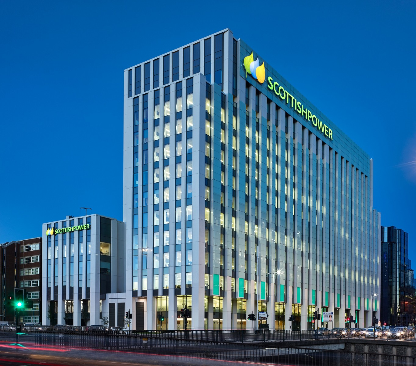 Kawneer supplied a bespoke version of its AA110 capped curtain wall solution for Scottish Power's new Glasgow headquarters, adapted to cater for the high movement inherent in the building's design