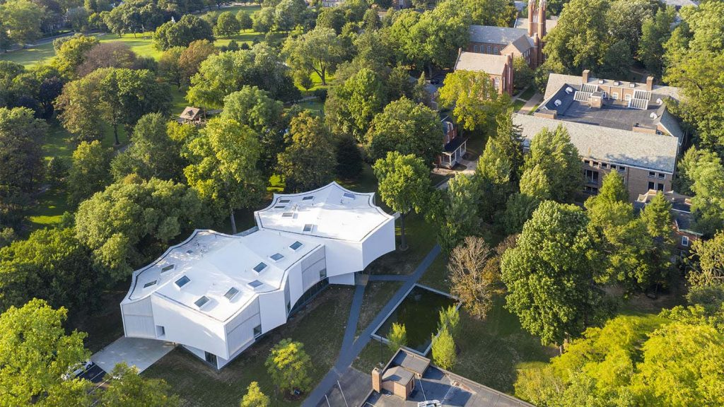 The art center seemingly floats above the landscape of the campus and Buchanan Park. (Courtesy Iwan Baan)